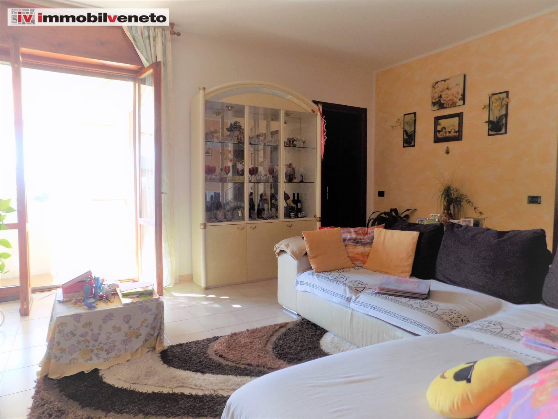 Appartamento in vendita a Lonigo, 4 locali, prezzo € 100.000 | CambioCasa.it