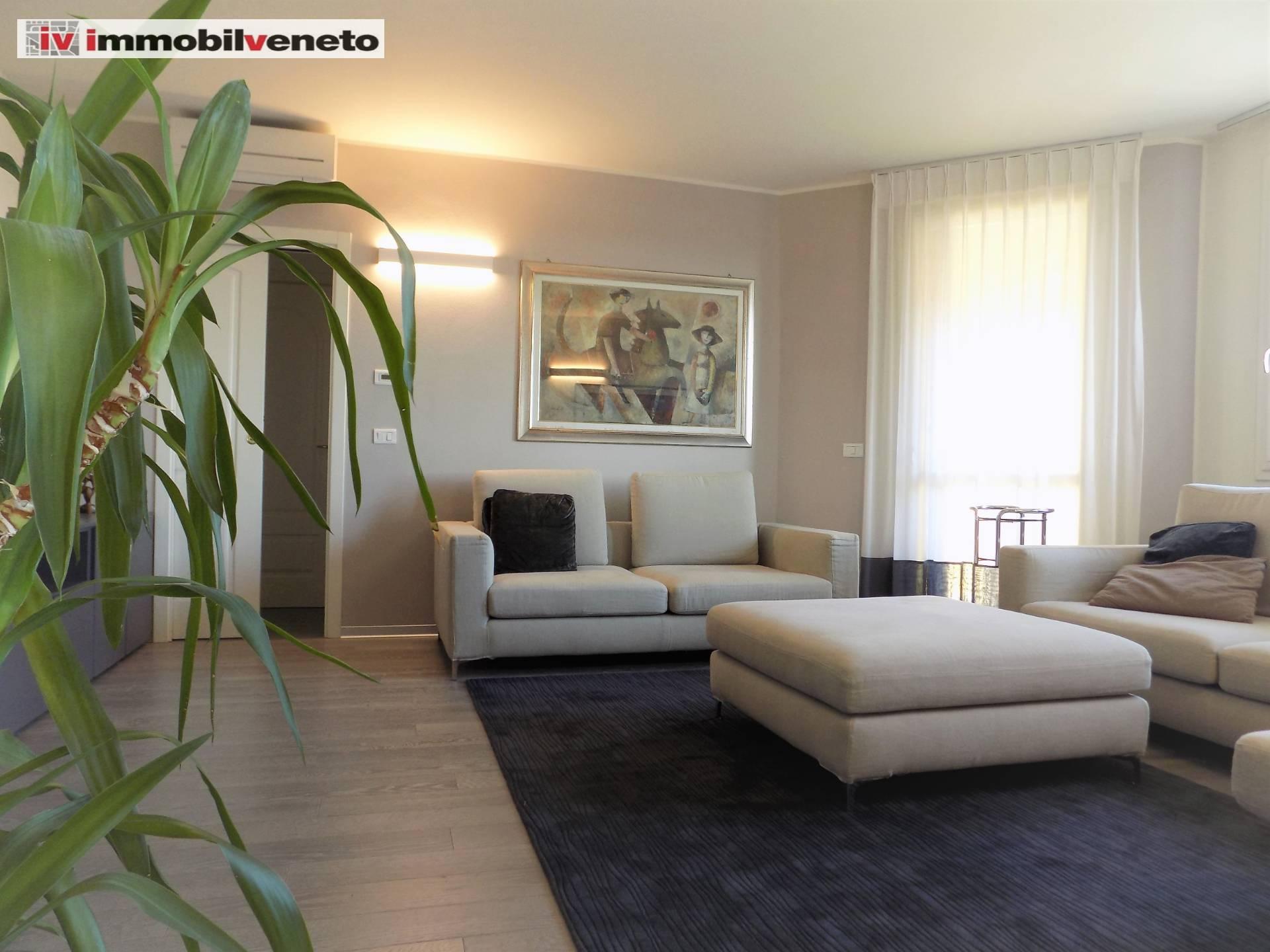 Appartamento in vendita a Lonigo, 7 locali, Trattative riservate | CambioCasa.it