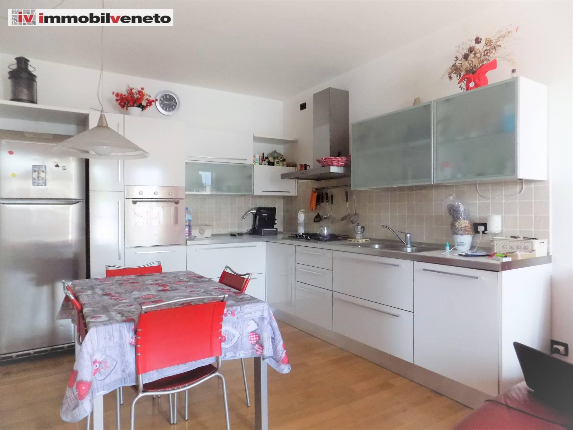 Appartamento in vendita a Lonigo, 4 locali, Trattative riservate | PortaleAgenzieImmobiliari.it
