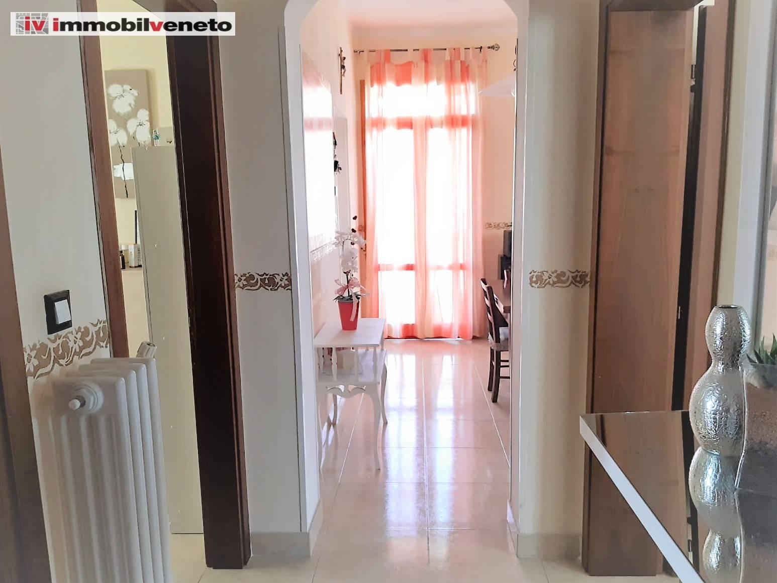 Appartamento in vendita a Lonigo, 5 locali, prezzo € 98.000   CambioCasa.it