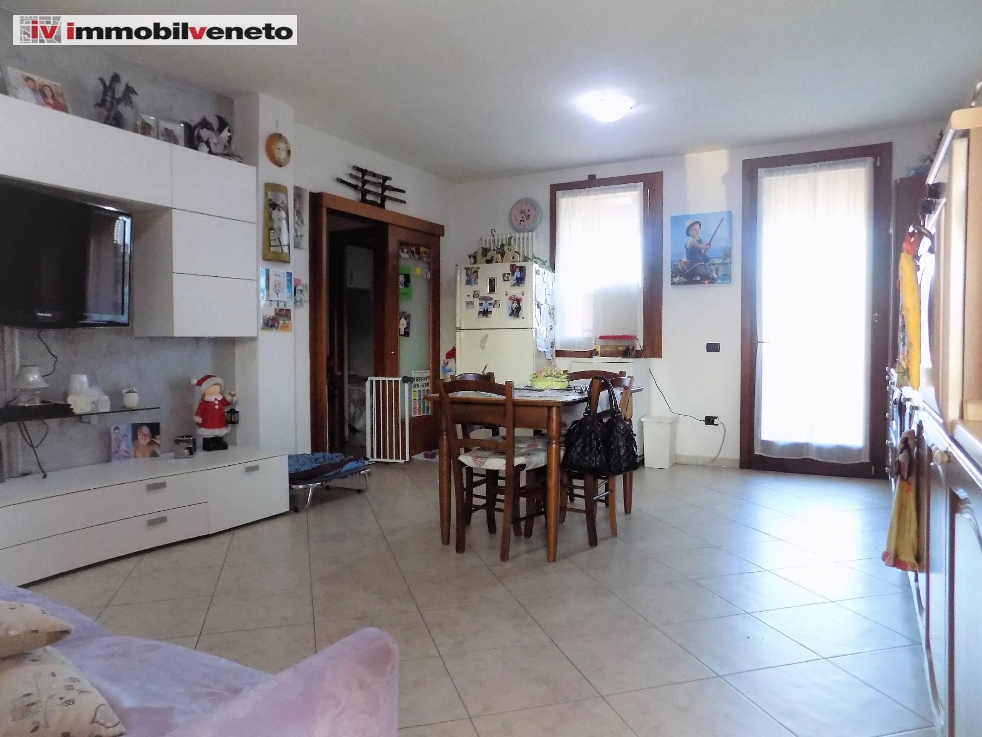 Appartamento in vendita a Lonigo, 5 locali, zona sano, prezzo € 100.000 | PortaleAgenzieImmobiliari.it