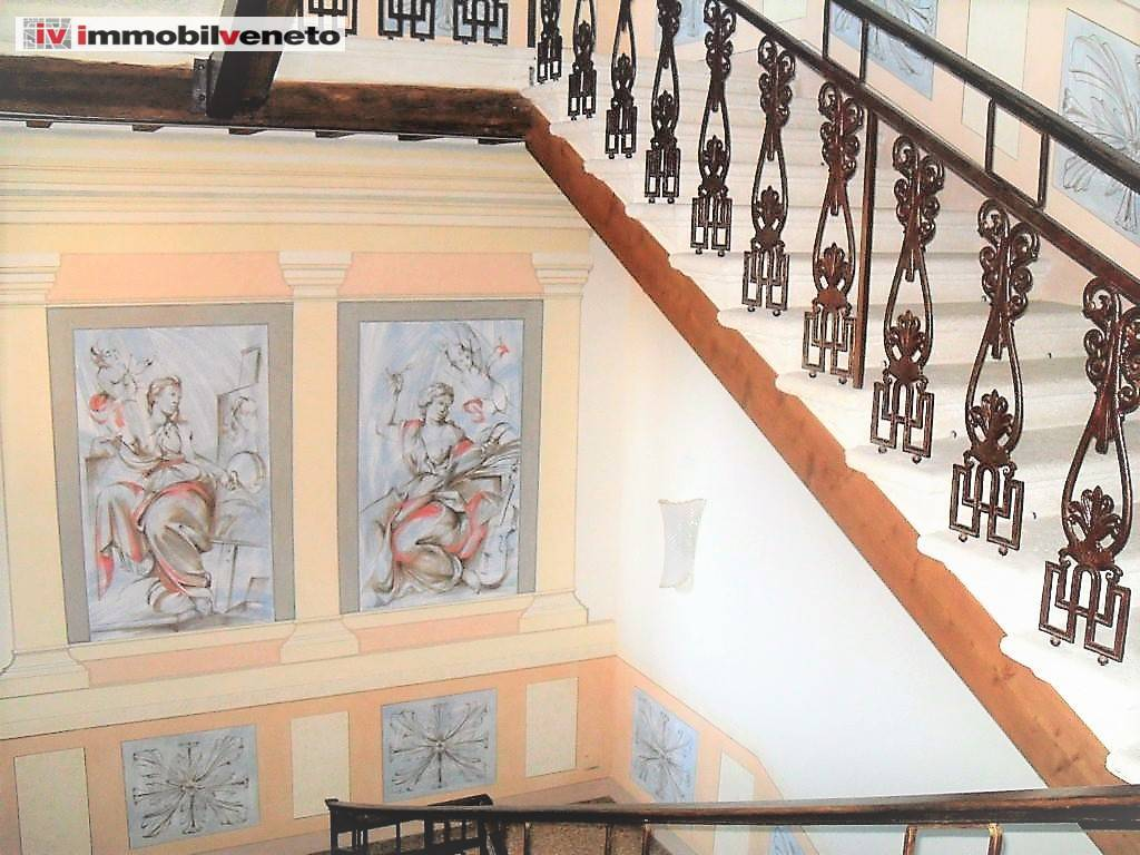 Appartamento in vendita a Lonigo, 5 locali, Trattative riservate | CambioCasa.it