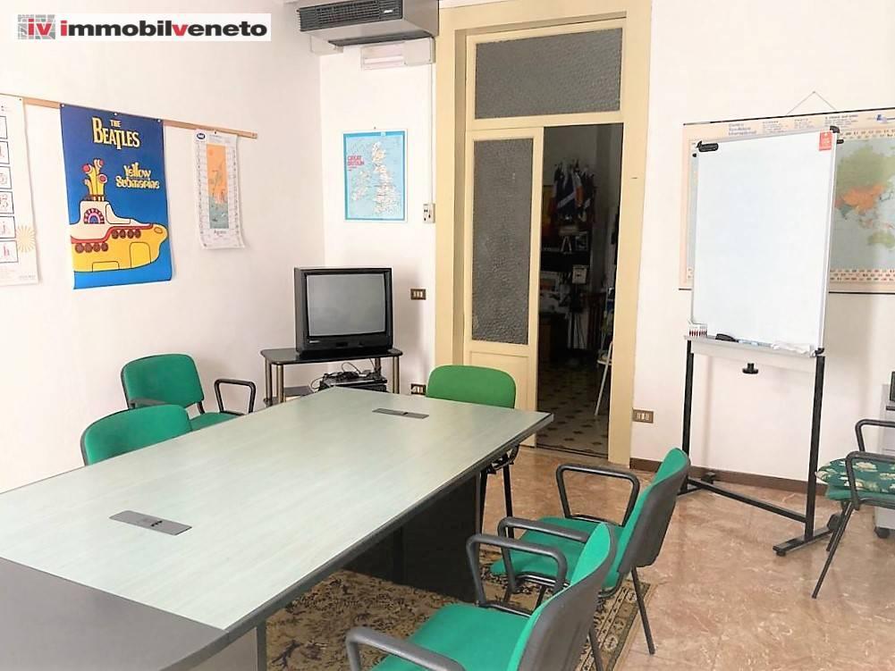 Appartamento in affitto a Lonigo, 4 locali, prezzo € 110.000 | CambioCasa.it