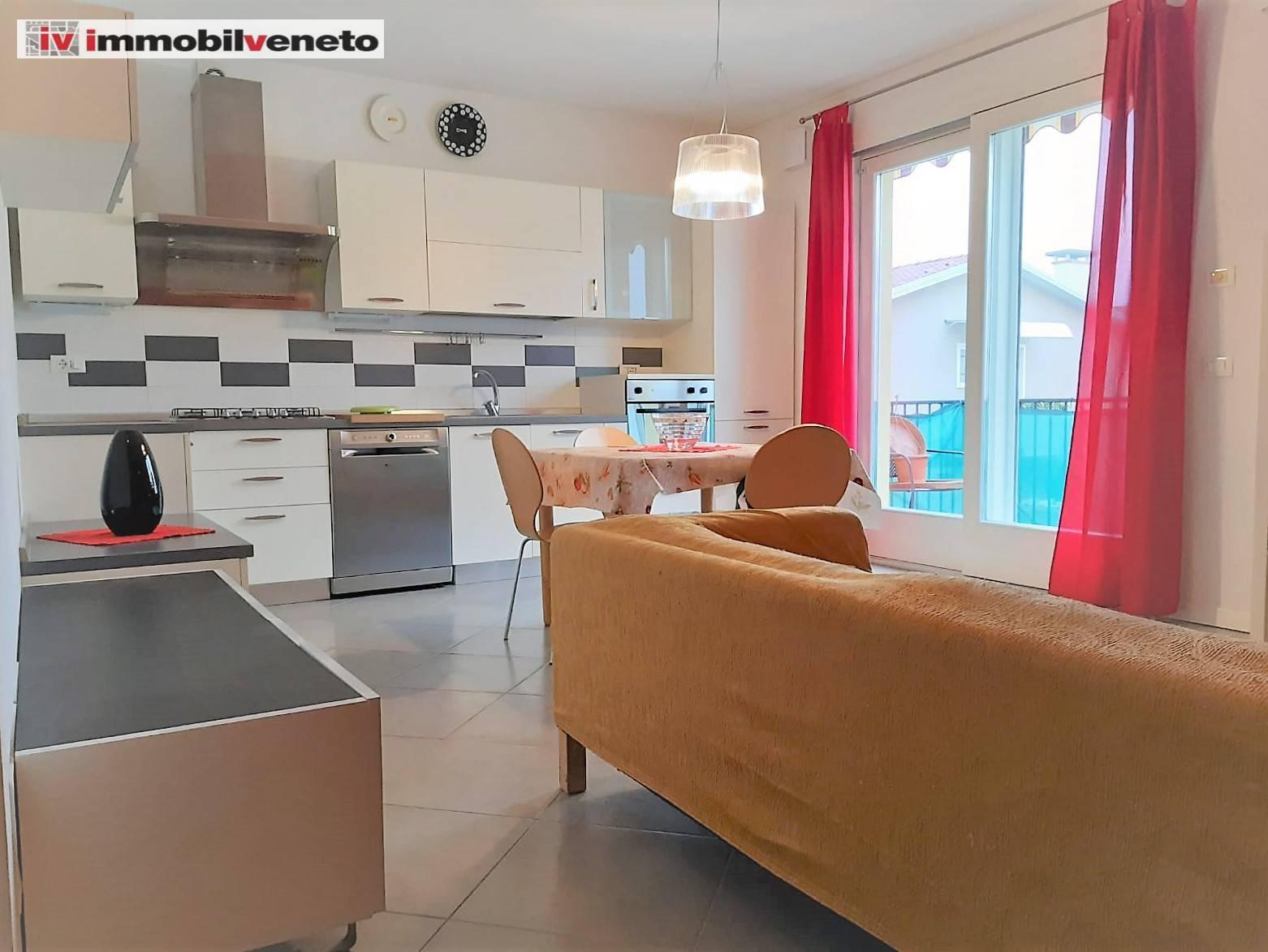 Appartamento in vendita a Lonigo, 5 locali, prezzo € 128.000   CambioCasa.it