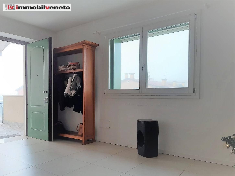 Appartamento in vendita a Lonigo, 8 locali, prezzo € 210.000 | CambioCasa.it