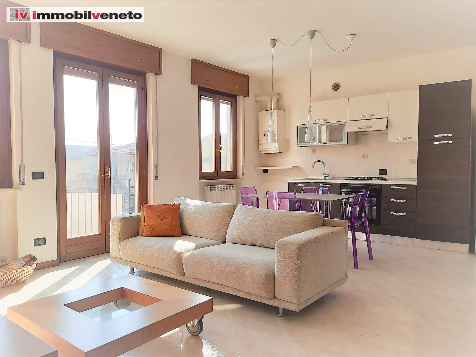 Appartamento in vendita a Lonigo, 5 locali, zona Zona: Madonna, prezzo € 133.000   CambioCasa.it