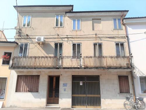 Casa singola in Vendita a Lonigo