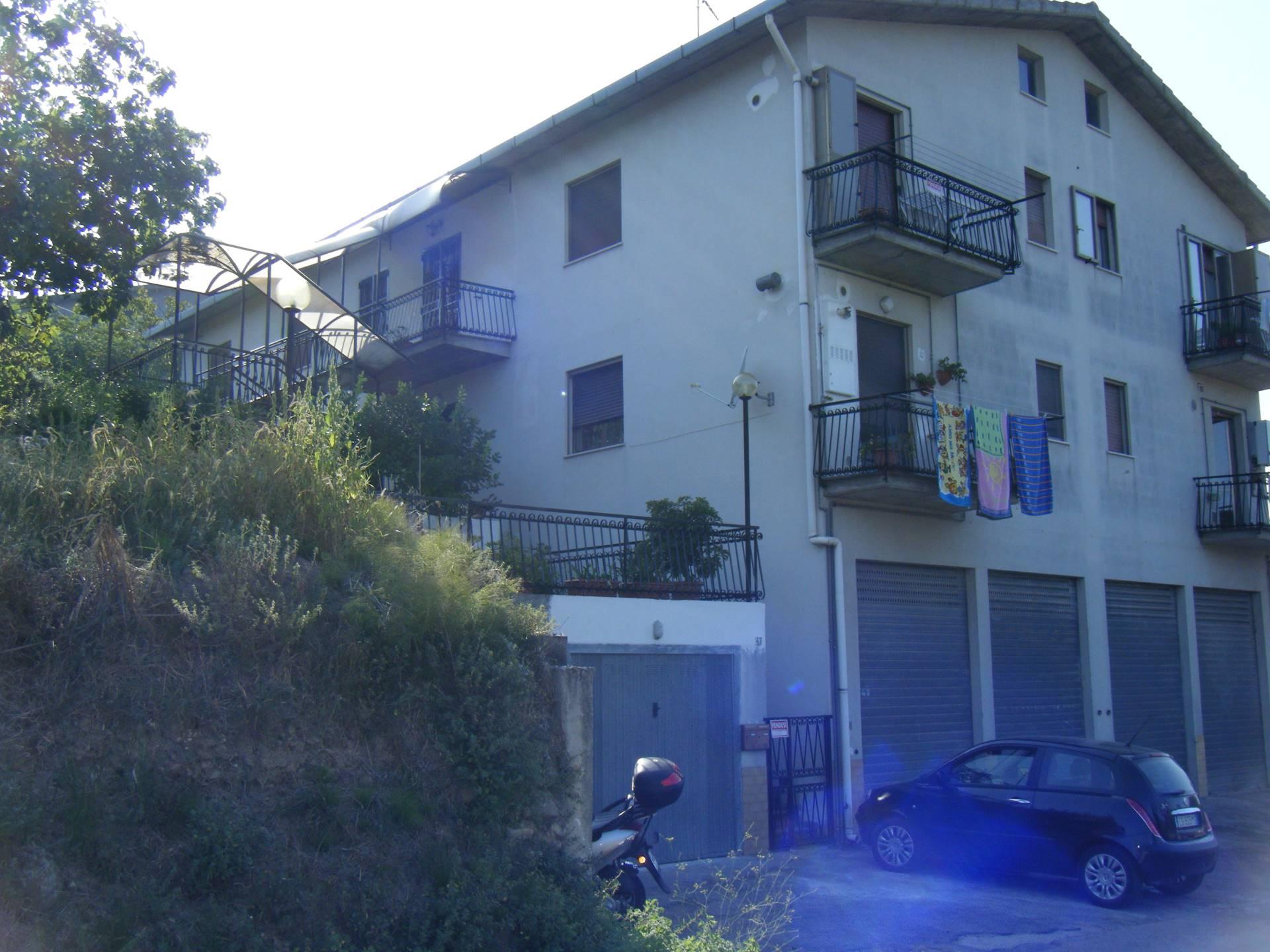 Appartamento in vendita a Vasto, 7 locali, zona Località: ZONAPERIFERICA, prezzo € 125.000 | CambioCasa.it