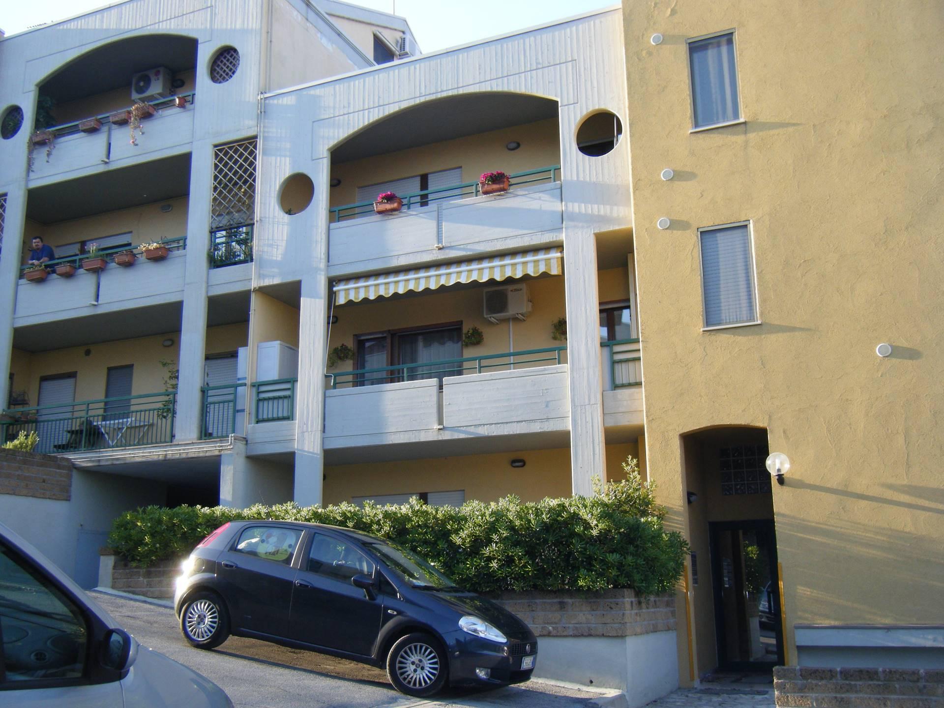 Appartamento in vendita a Vasto, 3 locali, zona Località: ZONASEMICENTRALE, prezzo € 86.000 | CambioCasa.it