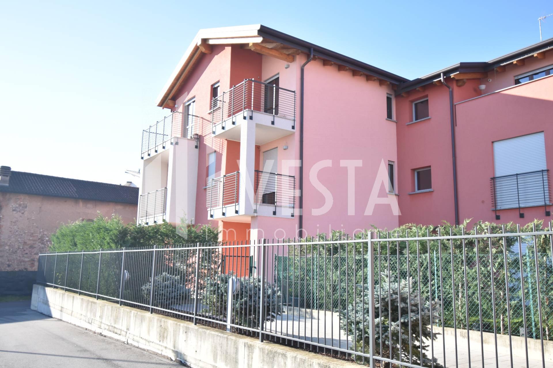 Appartamento in affitto a Ronco Briantino, 2 locali, zona Località: semicentro, prezzo € 550   CambioCasa.it