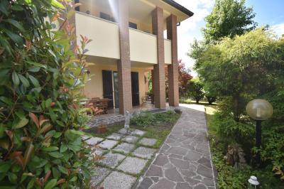 Villa in Vendita a Monticello Brianza
