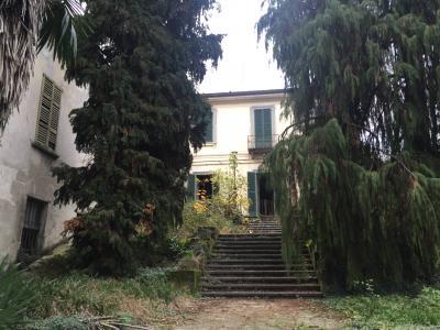 Rustico / casale in Vendita a Montevecchia