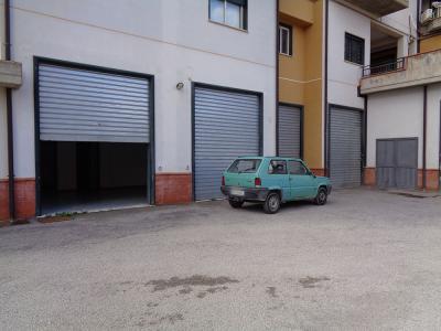 Vai alla scheda: Locale Commerciale Vendita San Cataldo