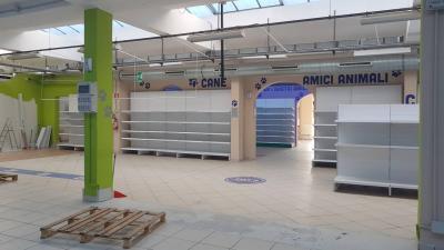Locale commerciale in Vendita a Peschiera Borromeo