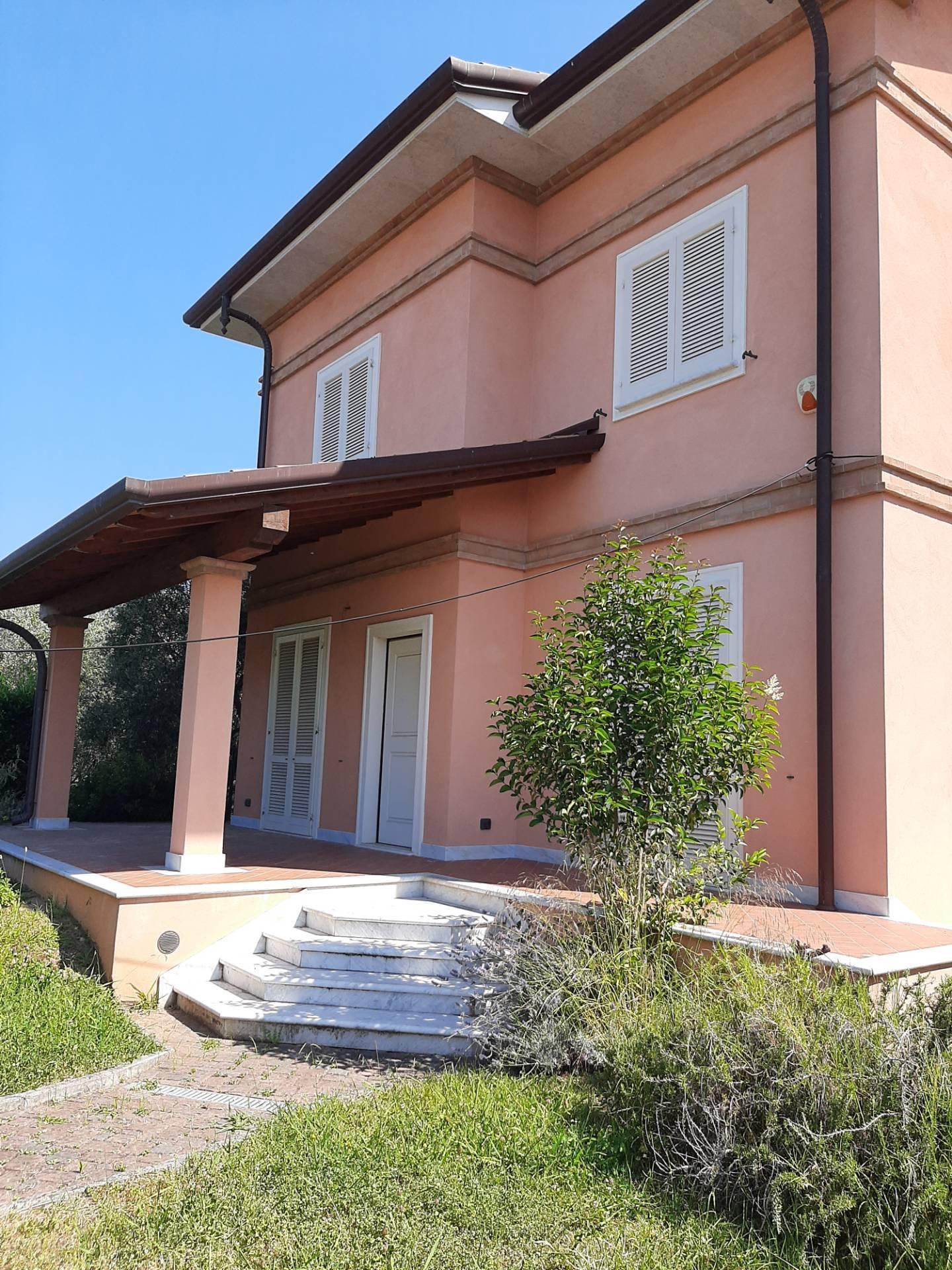 Soluzione Indipendente in vendita a Seravezza, 7 locali, zona Zona: Querceta, prezzo € 700.000 | CambioCasa.it