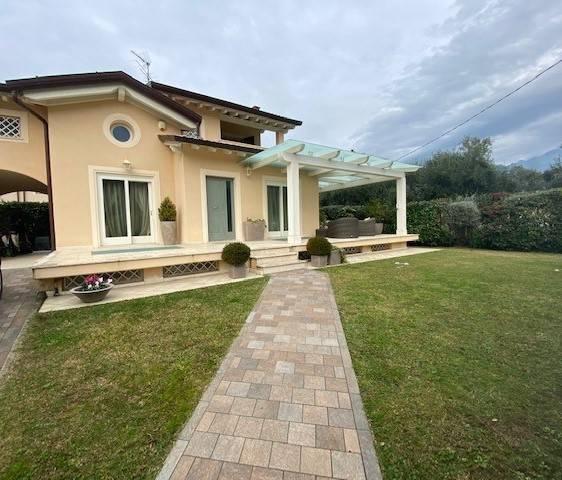 Villa Bifamiliare in vendita a Seravezza, 6 locali, zona Zona: Pozzi, prezzo € 400.000 | CambioCasa.it