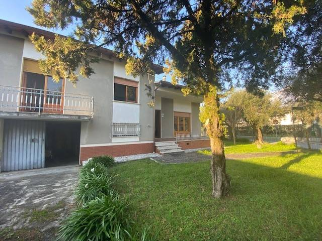 Soluzione Indipendente in vendita a Seravezza, 6 locali, zona Zona: Pozzi, prezzo € 330.000 | CambioCasa.it