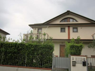 Bifamiliare in Affitto a Pietrasanta