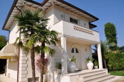 Villa di Pregio in Vendita a Forte dei Marmi