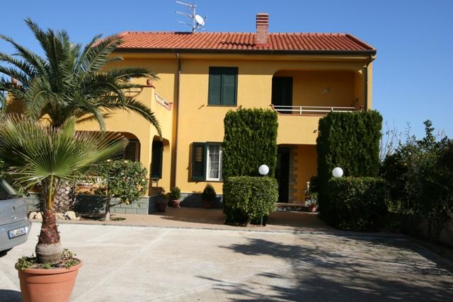 Villa in affitto a Lascari, 7 locali, Trattative riservate | CambioCasa.it
