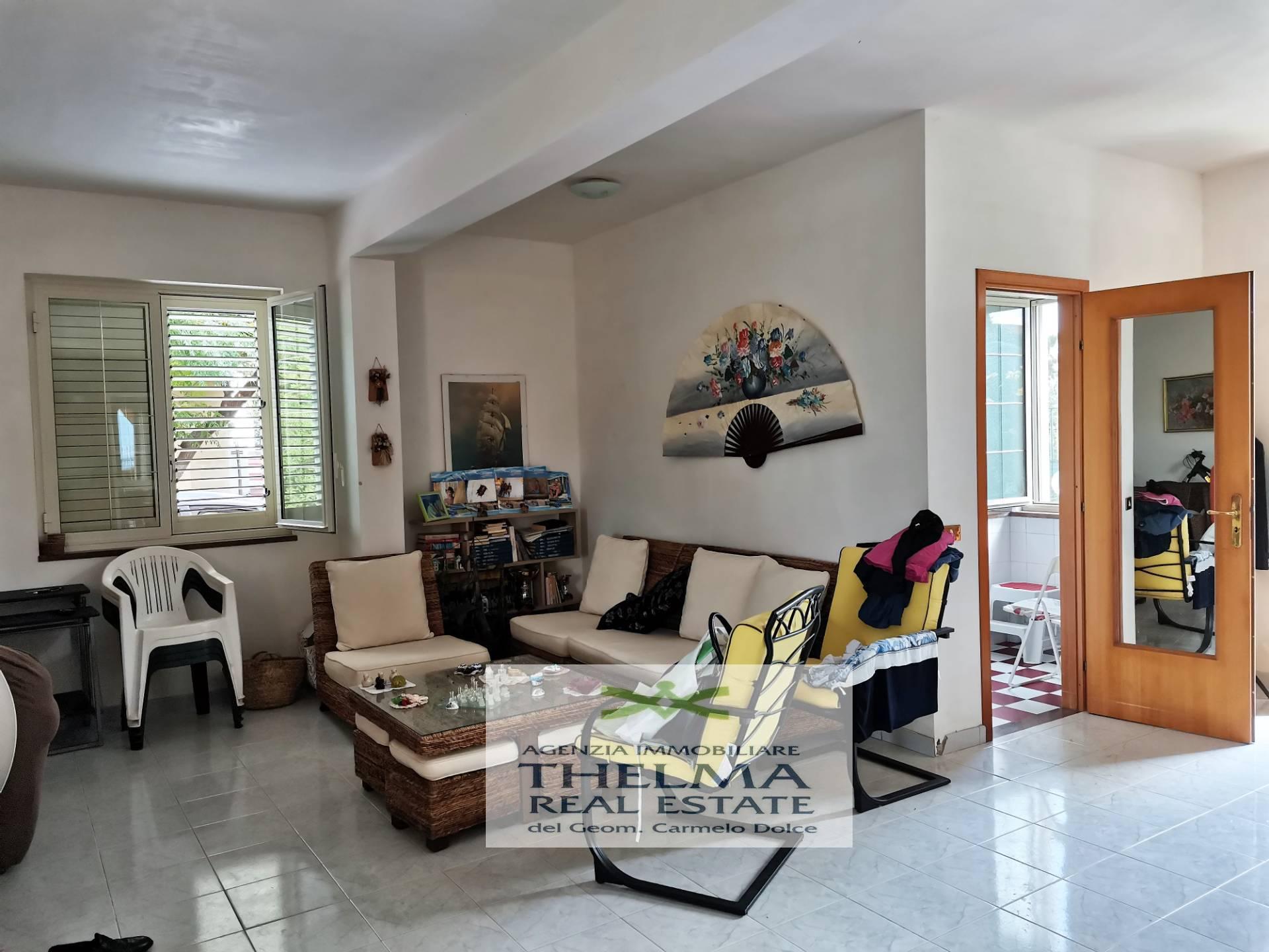 Villa in affitto a Campofelice di Roccella, 6 locali, prezzo € 1.000   CambioCasa.it