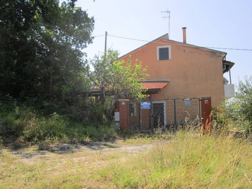 Renovated Farmhouse for Sale to Schiavi di Abruzzo