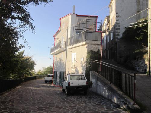 Casa indipendente a più piani in Vendita a Castiglione Messer Marino