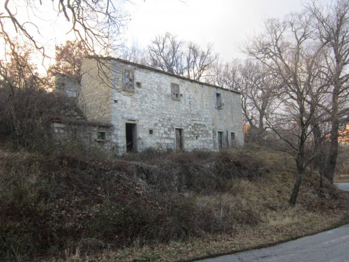 Rustic/House for Sale to Belmonte del Sannio