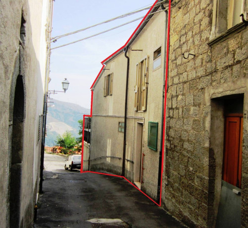 Multi-storey detached house for Sale to Castiglione Messer Marino