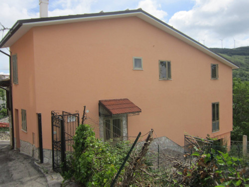 Detached house for Sale to Castiglione Messer Marino
