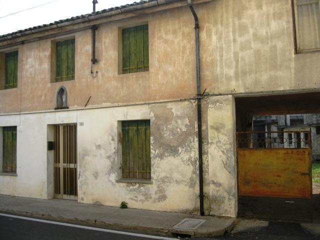 Villa a Schiera in vendita a Gonars, 5 locali, prezzo € 35.000 | CambioCasa.it