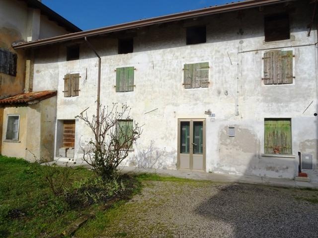 Villa a Schiera in vendita a Carlino, 8 locali, prezzo € 58.000 | CambioCasa.it