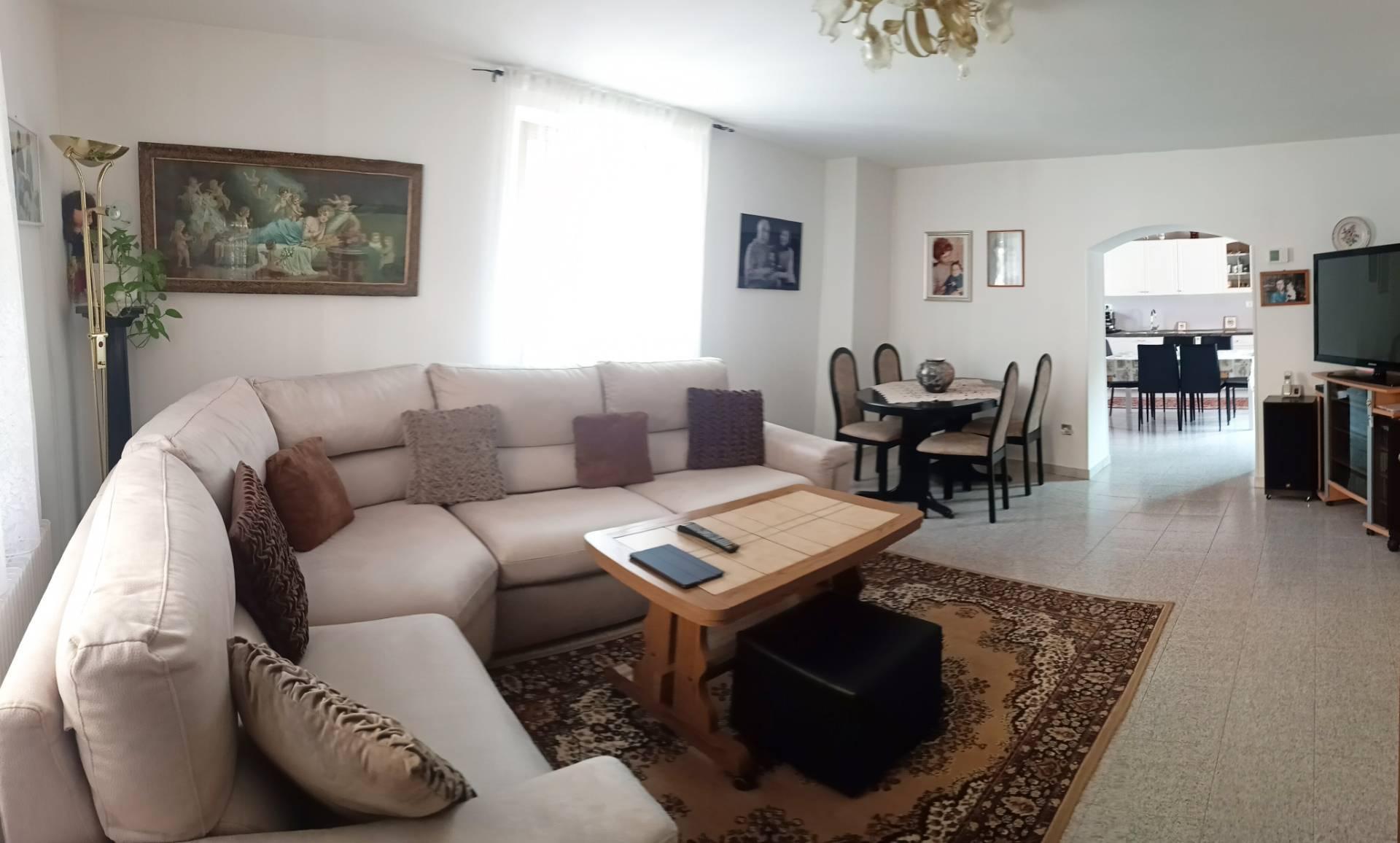 Soluzione Indipendente in vendita a Campoformido, 7 locali, prezzo € 220.000   CambioCasa.it