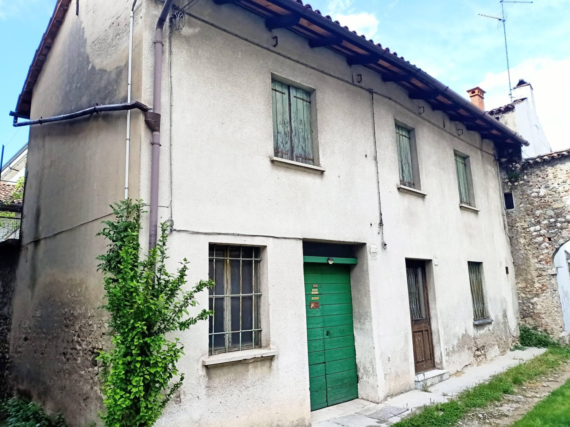 Rustico / Casale in vendita a Udine, 3 locali, prezzo € 35.000   CambioCasa.it