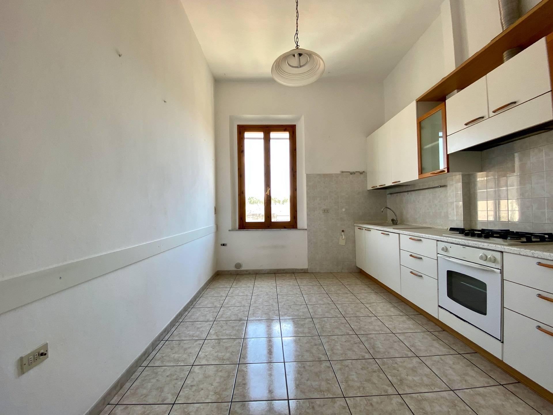 Appartamento in vendita a Empoli, 4 locali, prezzo € 135.000 | CambioCasa.it