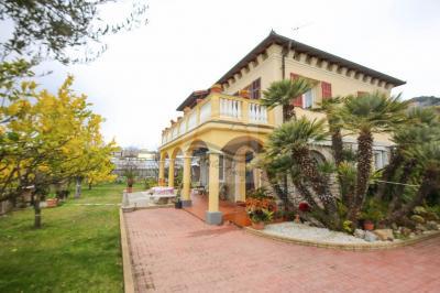 Casa Semindipendente in Vendita a Bordighera