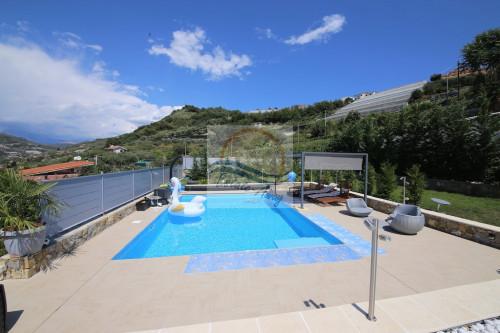 Villa for Sale in Vallecrosia