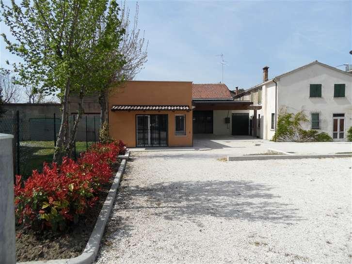 Negozio / Locale in affitto a Conselice, 9999 locali, zona Zona: Lavezzola, prezzo € 500 | CambioCasa.it