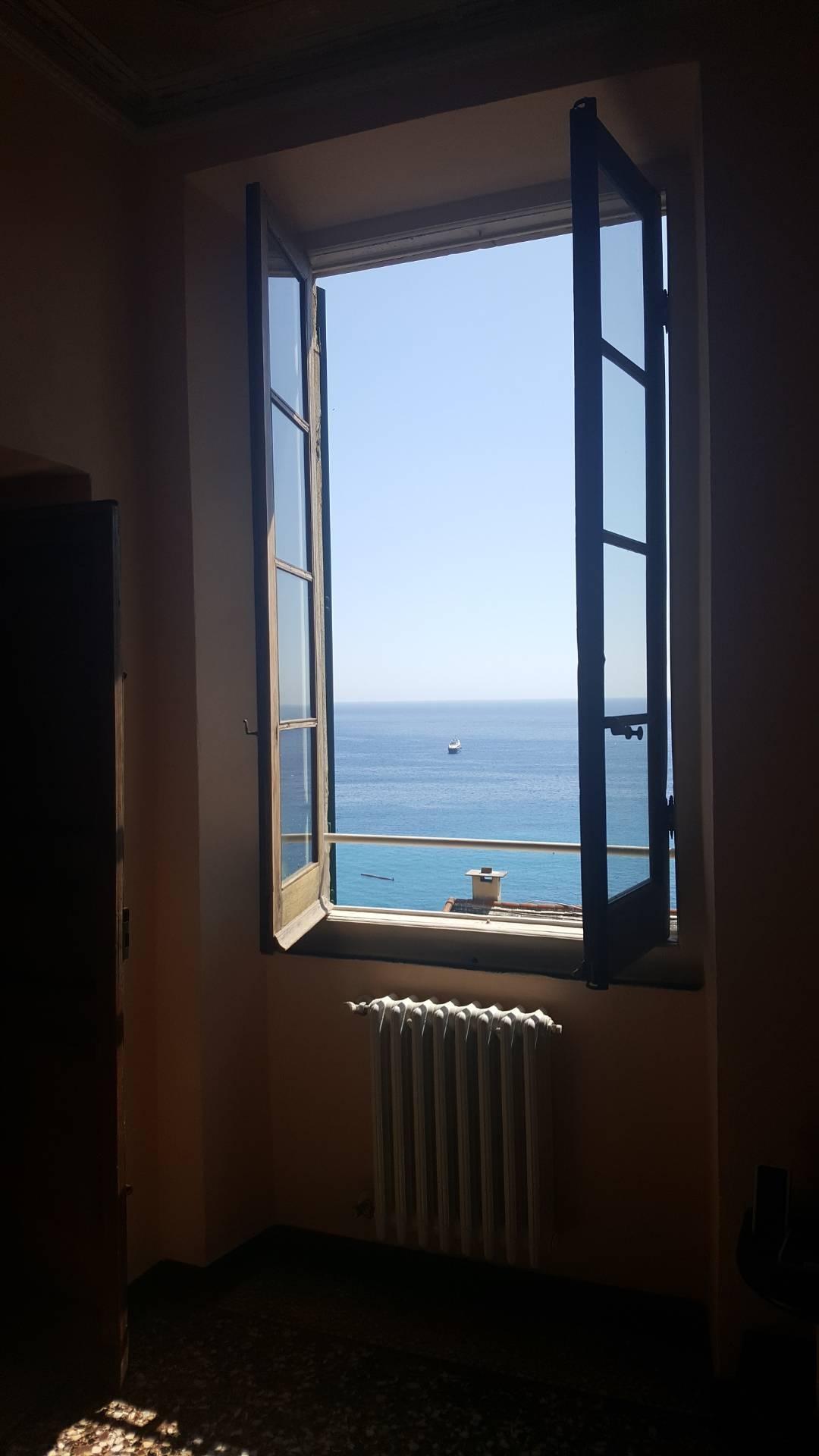 Appartamento in vendita a Camogli, 5 locali, prezzo € 500.000 | CambioCasa.it