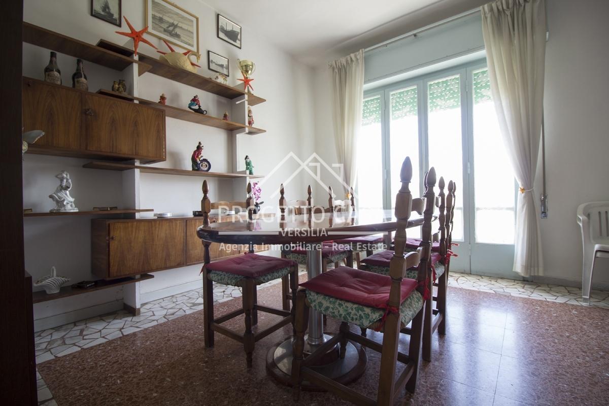 vendita appartamento camaiore lido di camaiore  260000 euro  5 locali  88 mq