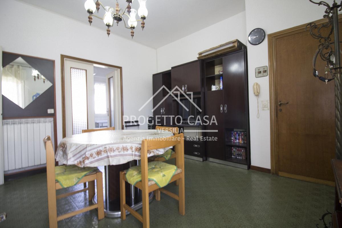vendita appartamento camaiore lido di camaiore  240000 euro  5 locali  70 mq