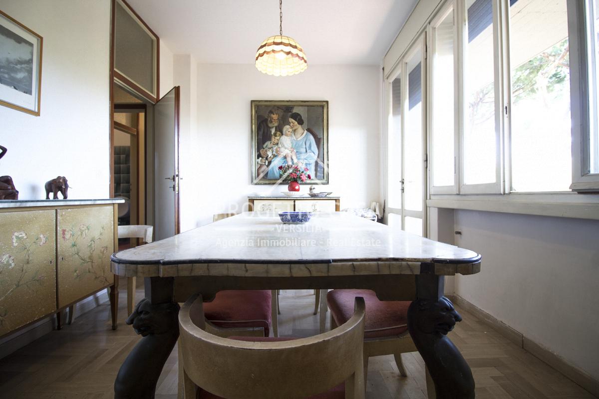 vendita appartamento camaiore lido di camaiore  320000 euro  6 locali  120 mq