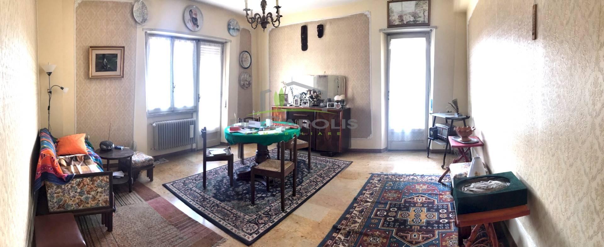 Appartamento in affitto a Ascoli Piceno, 8 locali, zona Località: PiazzaImmacolata, prezzo € 600 | CambioCasa.it