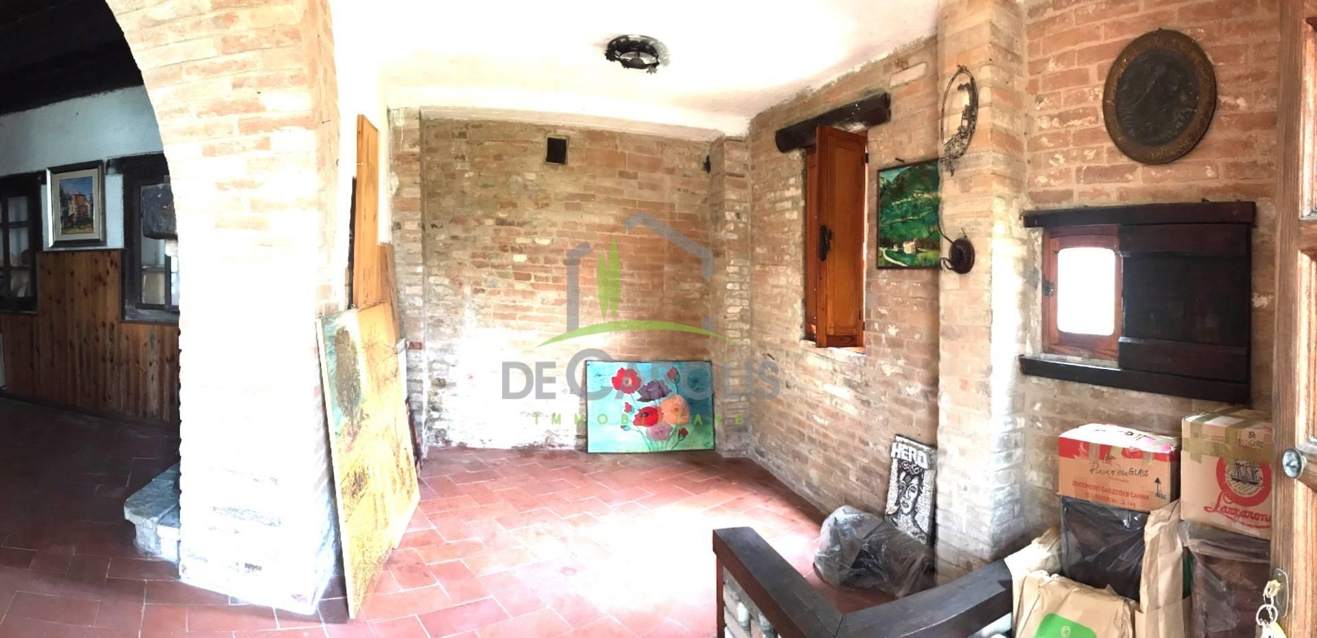 Soluzione Indipendente in vendita a Sarnano, 12 locali, prezzo € 140.000 | CambioCasa.it