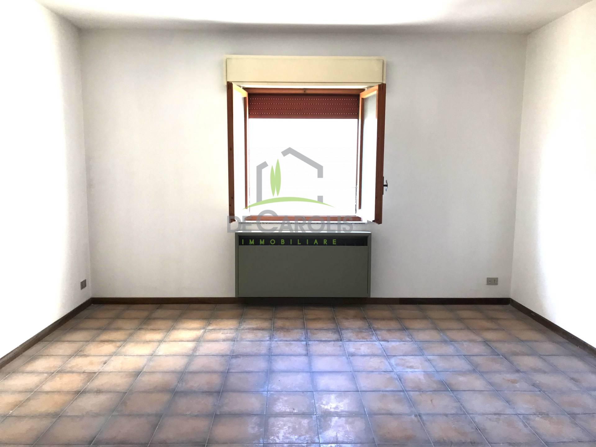 Appartamento in vendita a Castel di Lama, 6 locali, zona Località: CasteldiLamaBasso, prezzo € 105.000 | CambioCasa.it