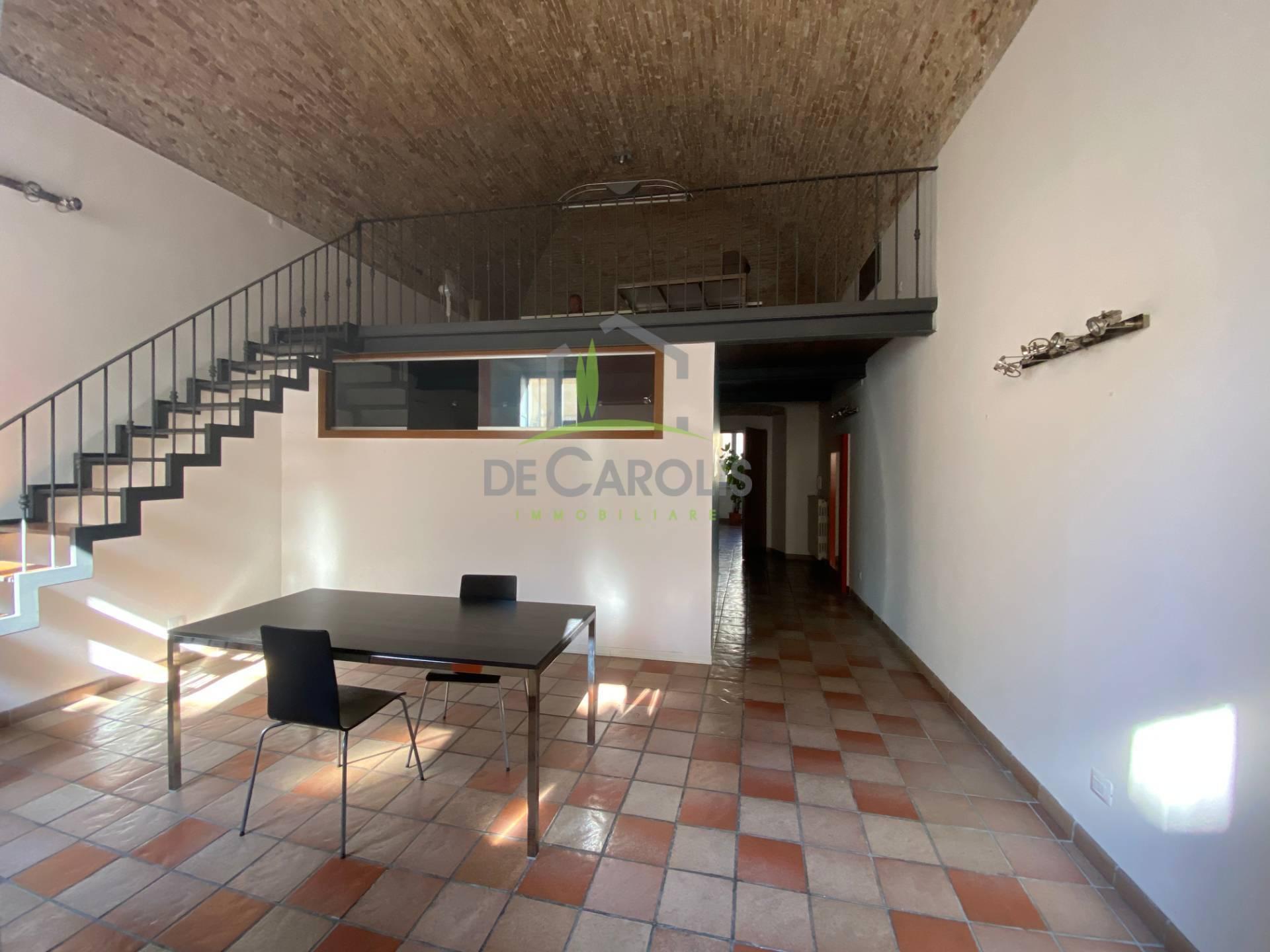 Ufficio / Studio in affitto a Ascoli Piceno, 9999 locali, zona Località: CentroStorico, prezzo € 500 | CambioCasa.it
