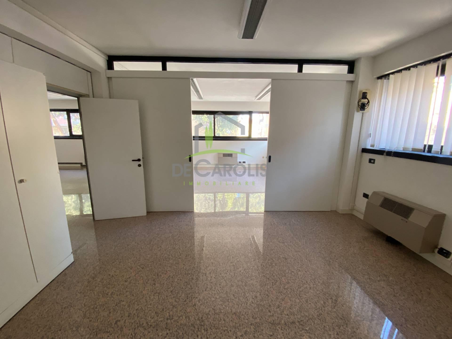 Ufficio / Studio in affitto a Ascoli Piceno, 9999 locali, zona Località: PortaMaggiore, prezzo € 600 | CambioCasa.it