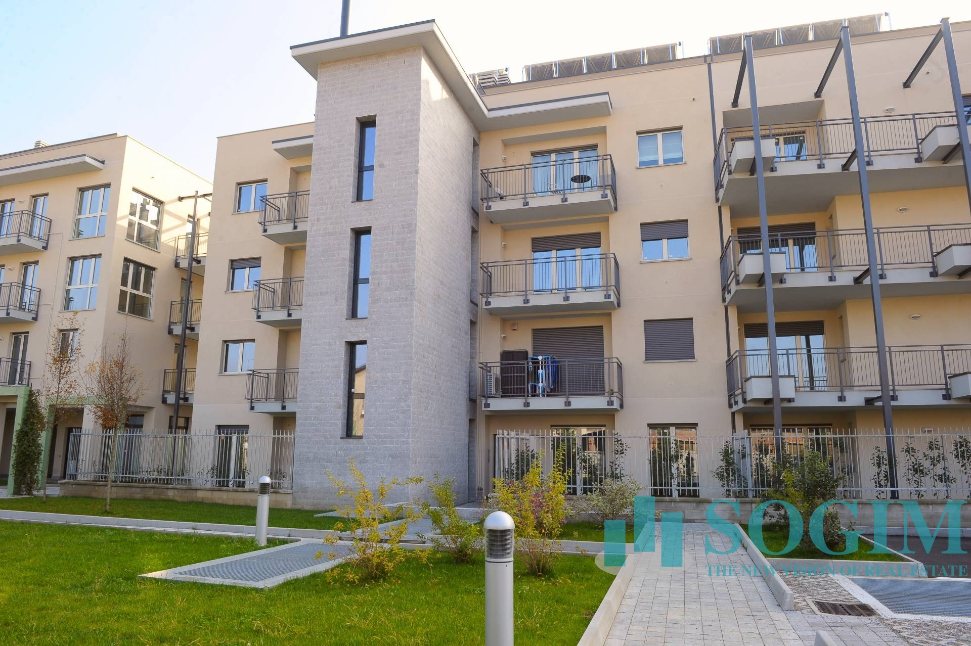 Immobile Commerciale in Vendita a Carugo  rif. 7562