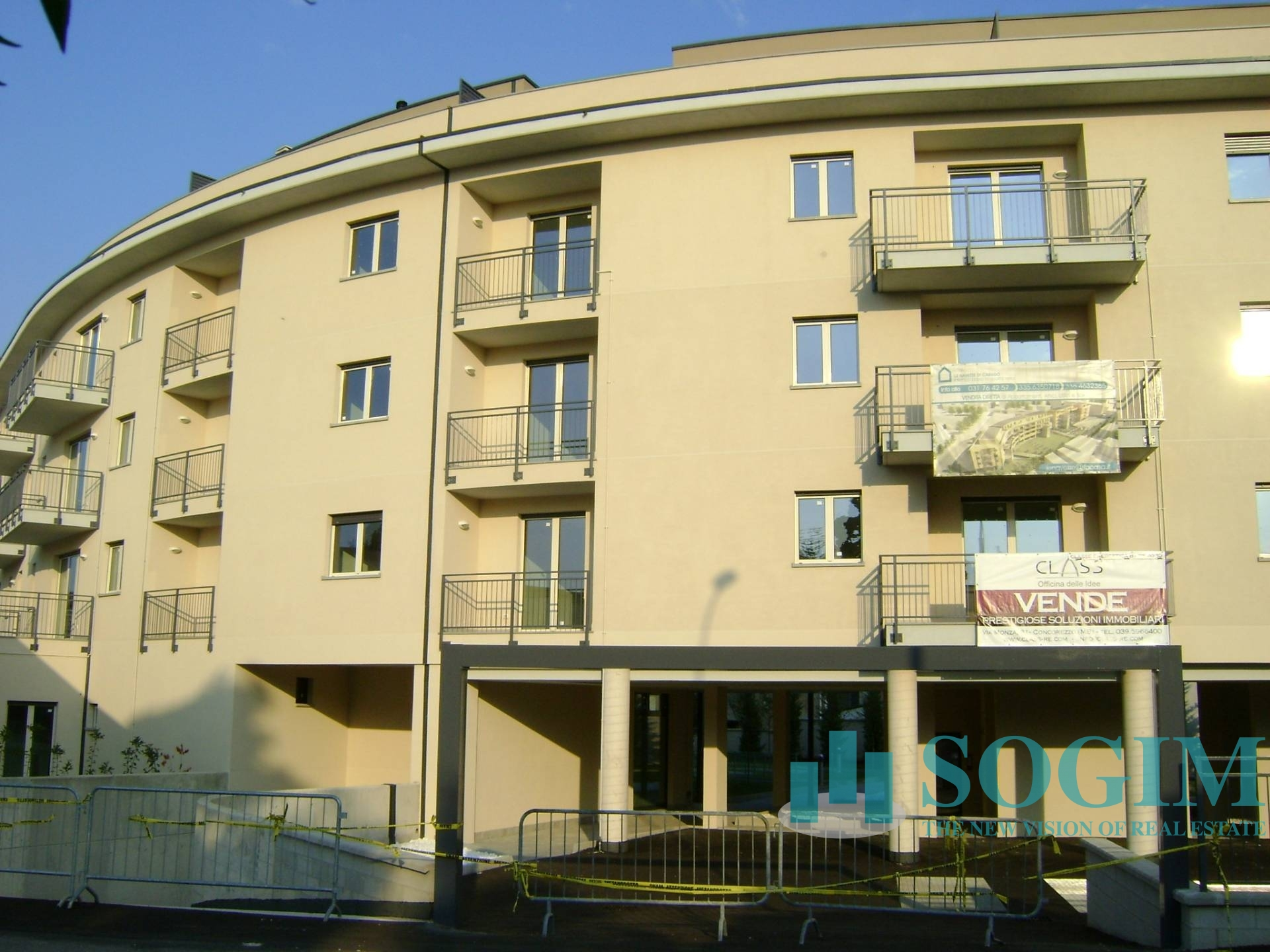 Immobile Commerciale in Vendita a Carugo  rif. 7566