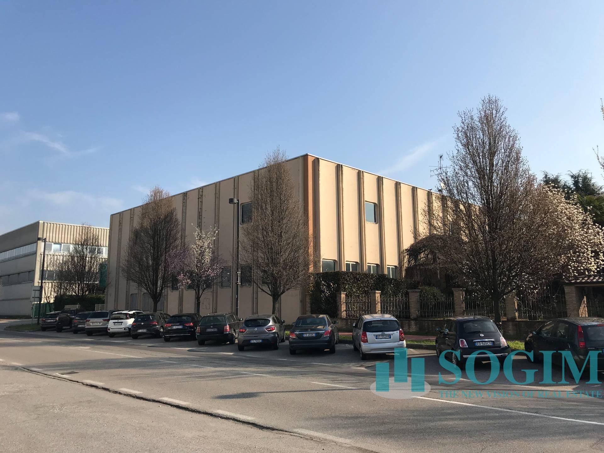 Capannone in Affitto a Varedo  rif. 8892